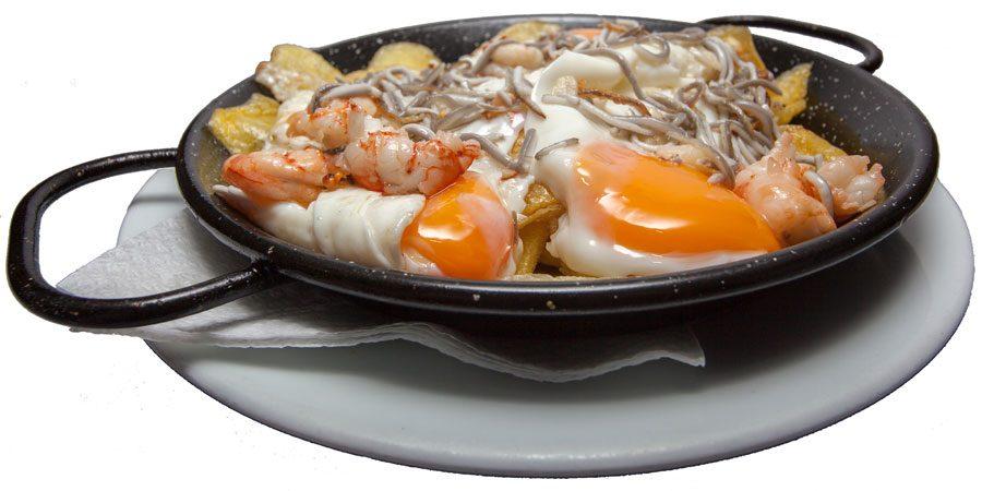 Huevos-Rotos-con-Gulas-y-Gambas